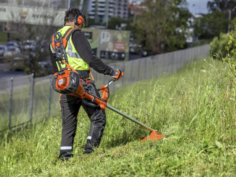 Prenez soin de votre jardin avec une débroussailleuse!