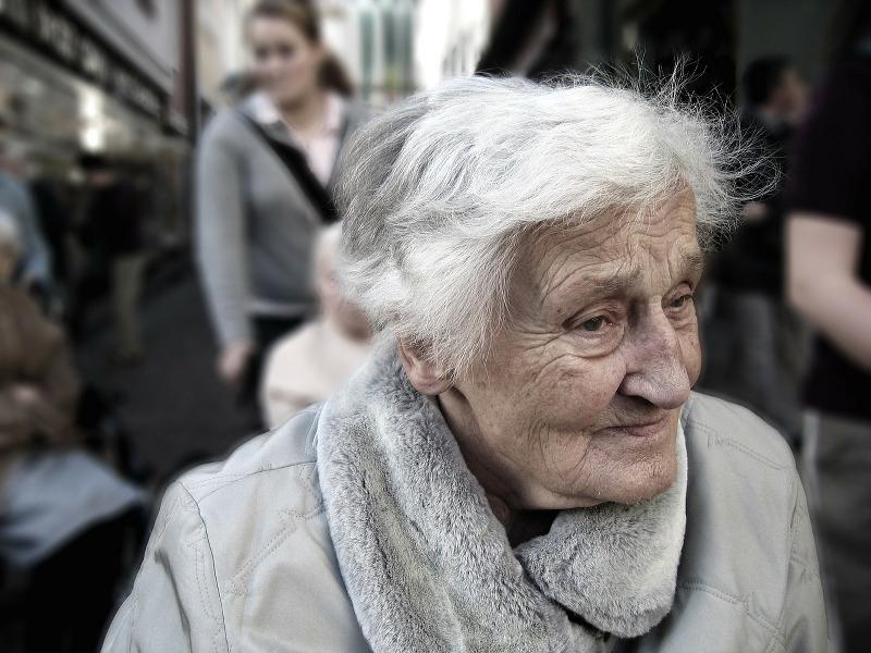 Téléassistance : la solution pour veiller sur les seniorsà domicile